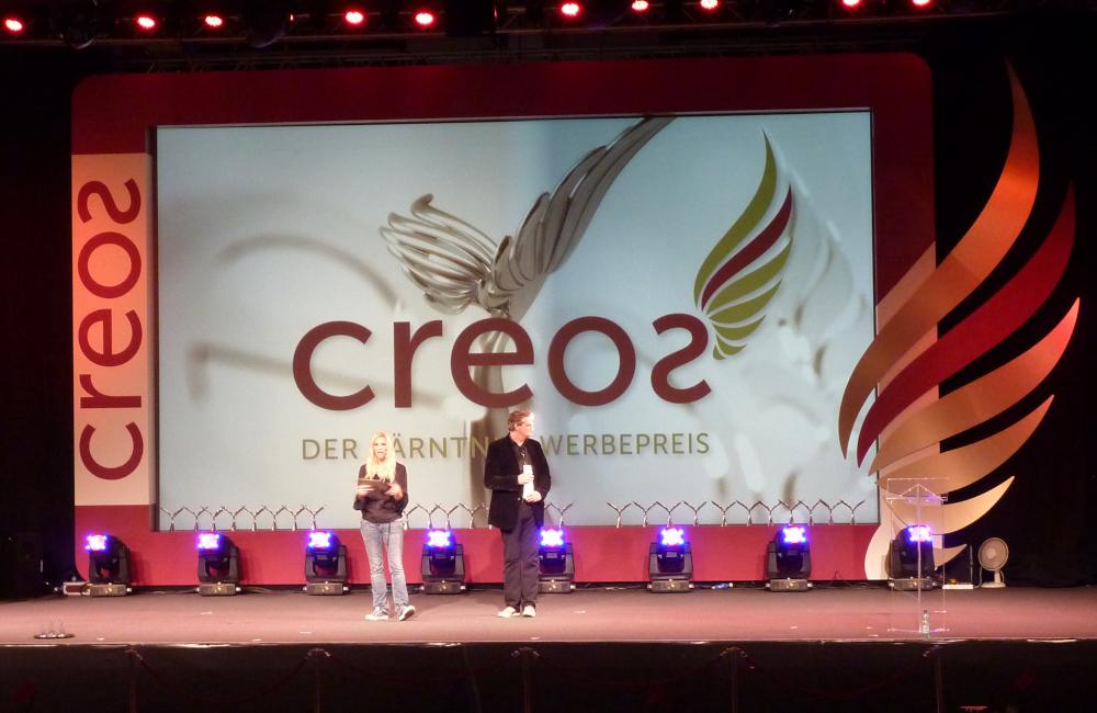 CREOS Werbepreis Bühnenkulisse mit Softedge Rückprojektion in der Messe Klagenfurt