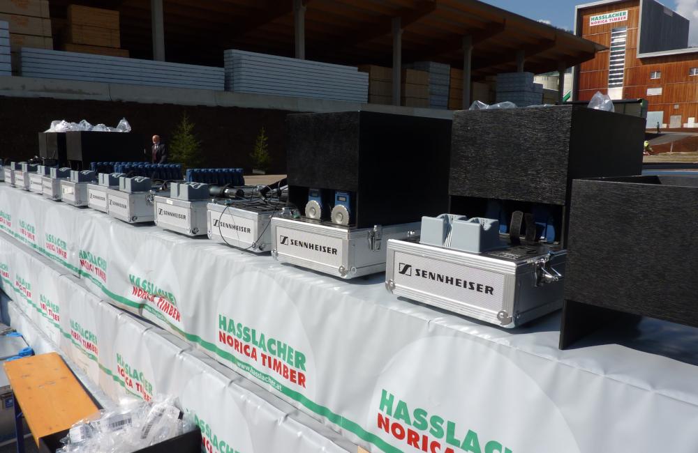 Dolmetsch Flüsterkoffer bereit zur Abholung in Sachsenburg für Hasslacher Norica Timber