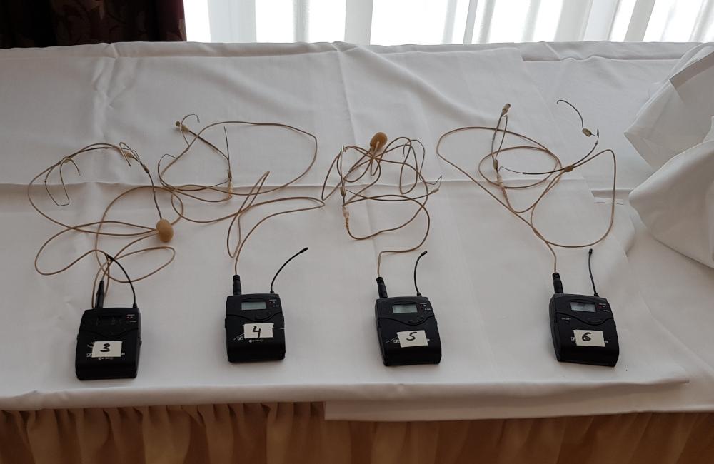 Sennheiser Funkmikrofon Beltpack Sender und HSP-4 Headsets in Klagenfurt Seminarhotel