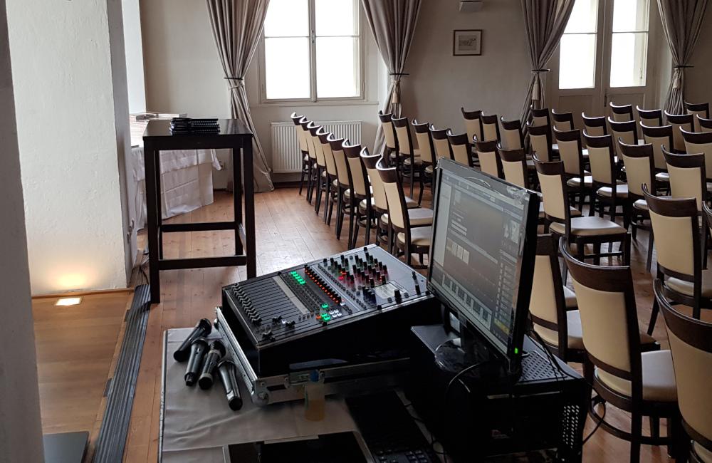 Soundcraft Tonmischpult und Medienserver am FoH in Klagenfurt Schloss Maria Loretto