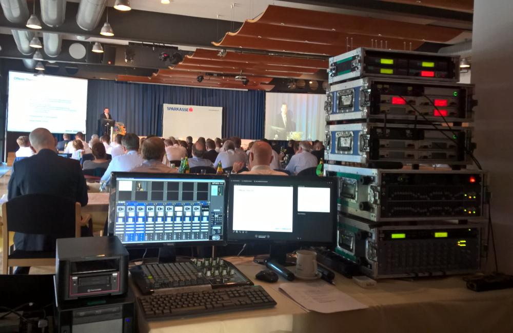 FoH (Front of House) Medienserver, Tonmischpult, Sennheiser Funkmikrofone im CCW Congress Center Wörthersee Pörtschach