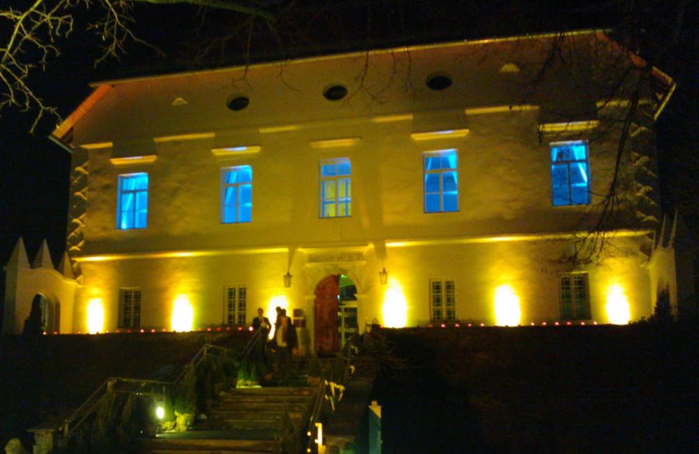 Indoor und Outdoor LED Ambientebeleuchtung Kärntner Sparkasse Loretto Klagenfurt