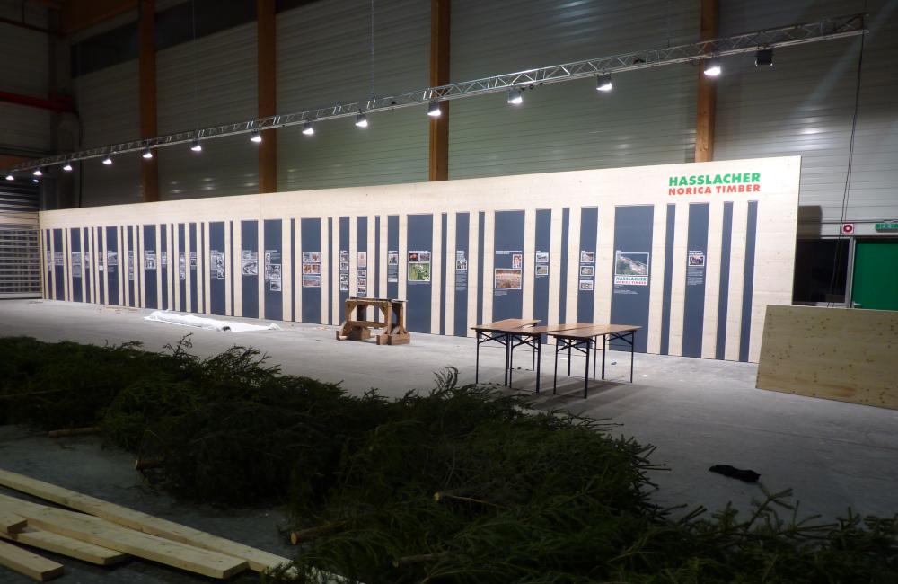 Traversenkonstruktion mit HQI Flutern für Bildwandbeleuchtung Holzbau Hasslacher Norica Timber Sachsenburg