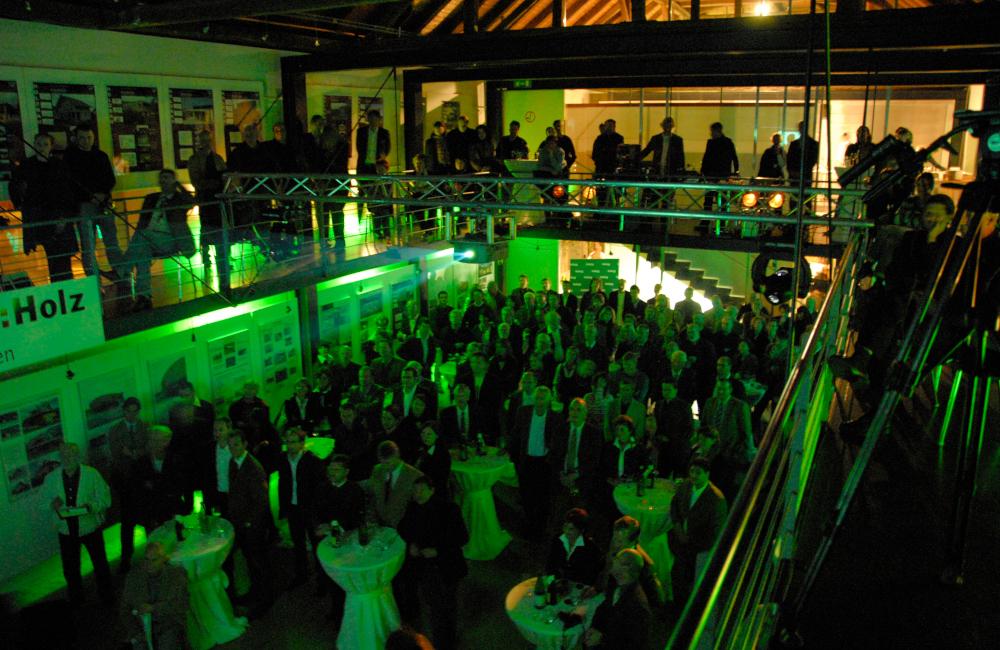 Ambientebeleuchtung Traversen Moving Heads und Beamer im Napoleon Stadl ParkHaus Klagenfurt für die ProHolz Veranstaltung