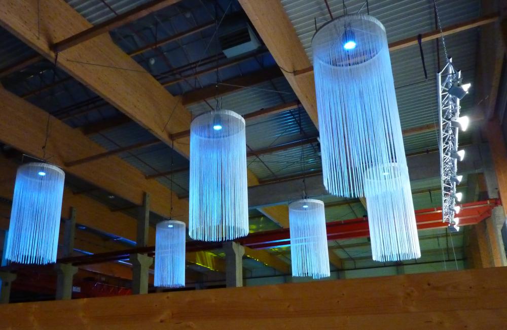 Ambientebeleuchtung mit Fadenlustern und HQI Flutern für Holzbau Hasslacher Norica Timber in Sachsenburg