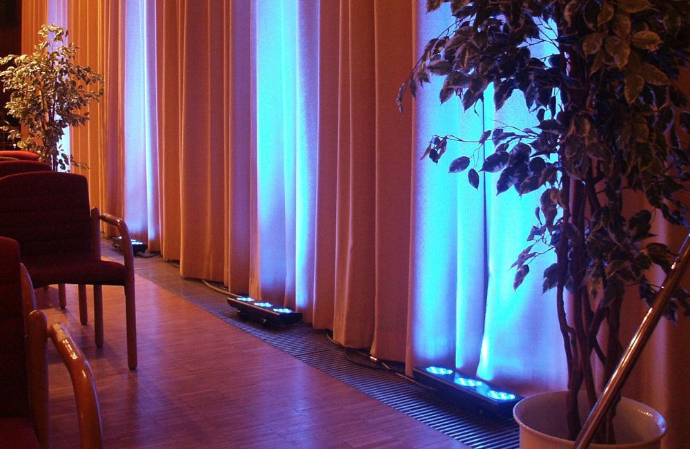 Ambientebeleuchtung mit AYRTON LED Scheinwerfern für Musikstipendium CAP Wörth der Käntner Sparkasse