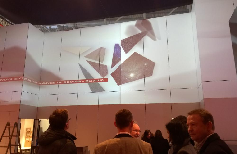 FunderMax Messestand auf der Messe BAU in München Projektion auf unebener Projektionsfläche