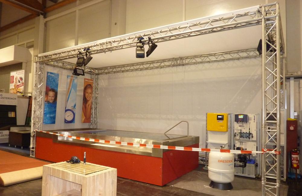 3-Tech Messestand auf der Häuslbauermesse Klagenfurt Traversenkonstruktion, HQI, LED Beleuchtung, Netzplanen