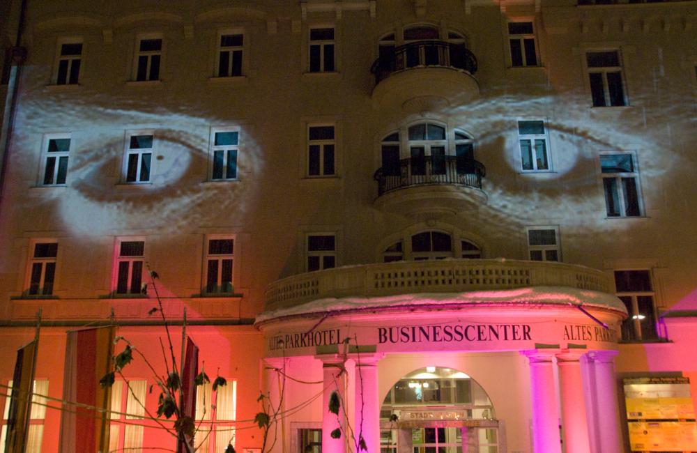 Softedge Fassadenprojektion und Ambientebeleuchtung Parkhotel in Villach