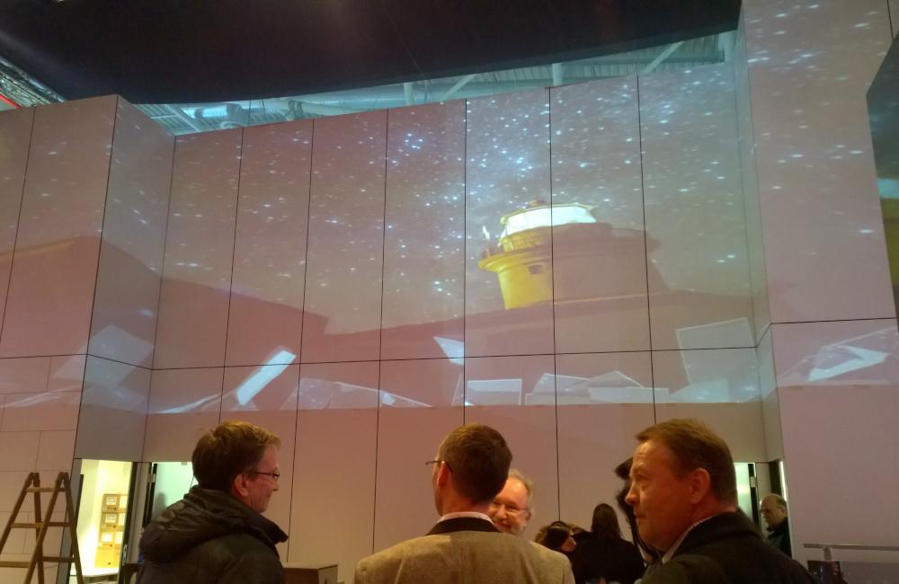 Video Mapping Projektion am Messestand auf unebener Projektionsfläche in München auf der Messe BAU