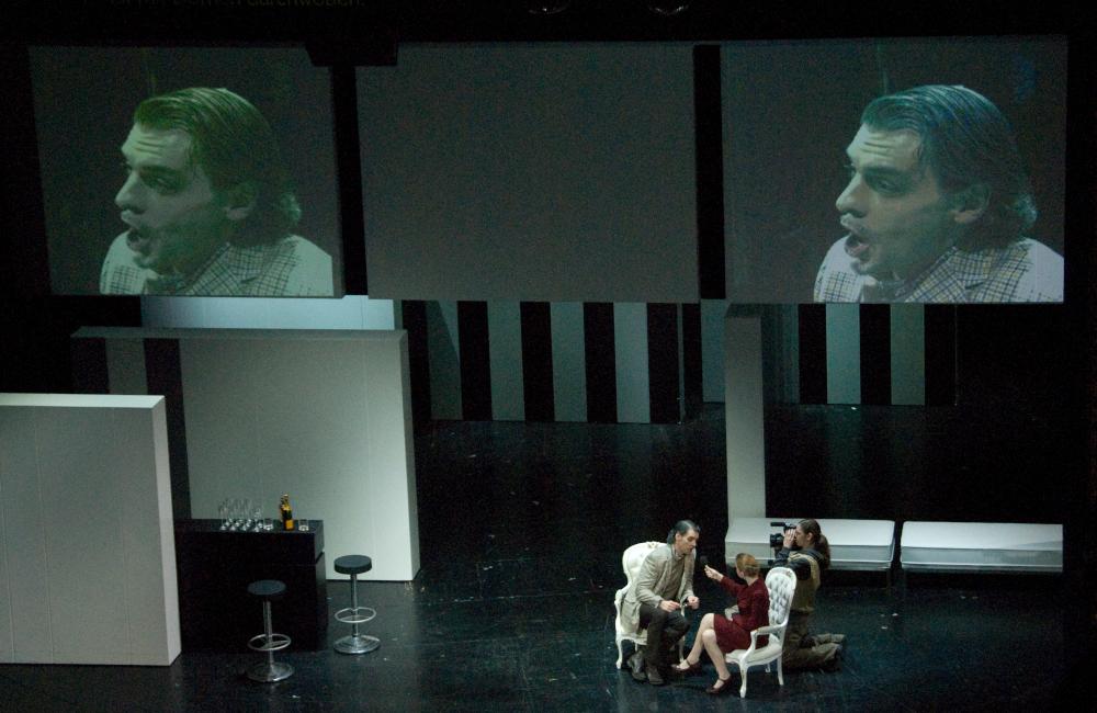 Videoprojektion auf Theaterkulissen für die Aufführung Krönung der Poppea im Stadttheater Klagenfurt