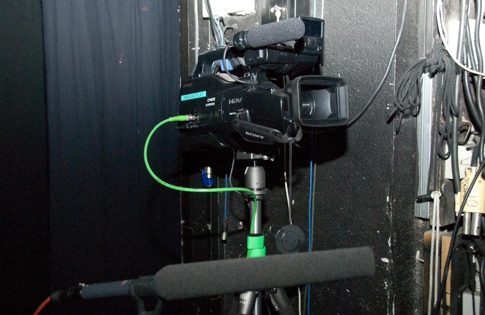 Videokamera auf Stativ für die Aufführung Krönung der Poppea im Stadttheater Klagenfurt