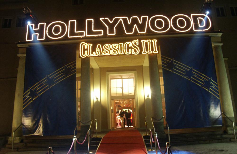 Hollywood Classics beleuchteter Schriftzug und Moving Head Beleuchtung im Eingangsbereich Konzerthaus Klagenfurt