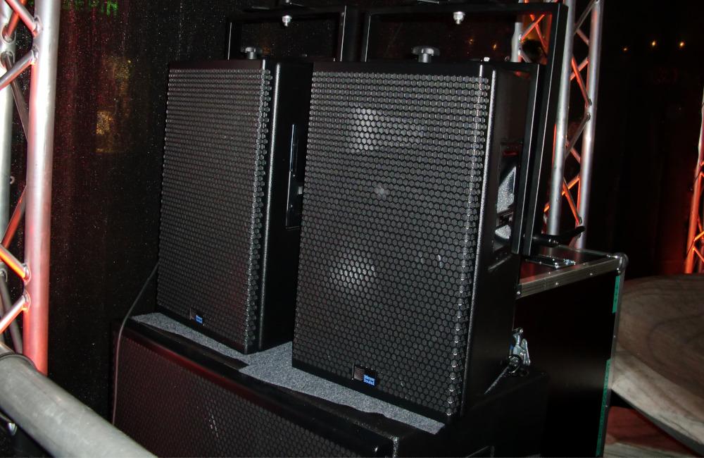 Meyer Sound Lautsprecher UPA-1P und USW-1P bei Sylvester Veranstaltung in Klagenfurt