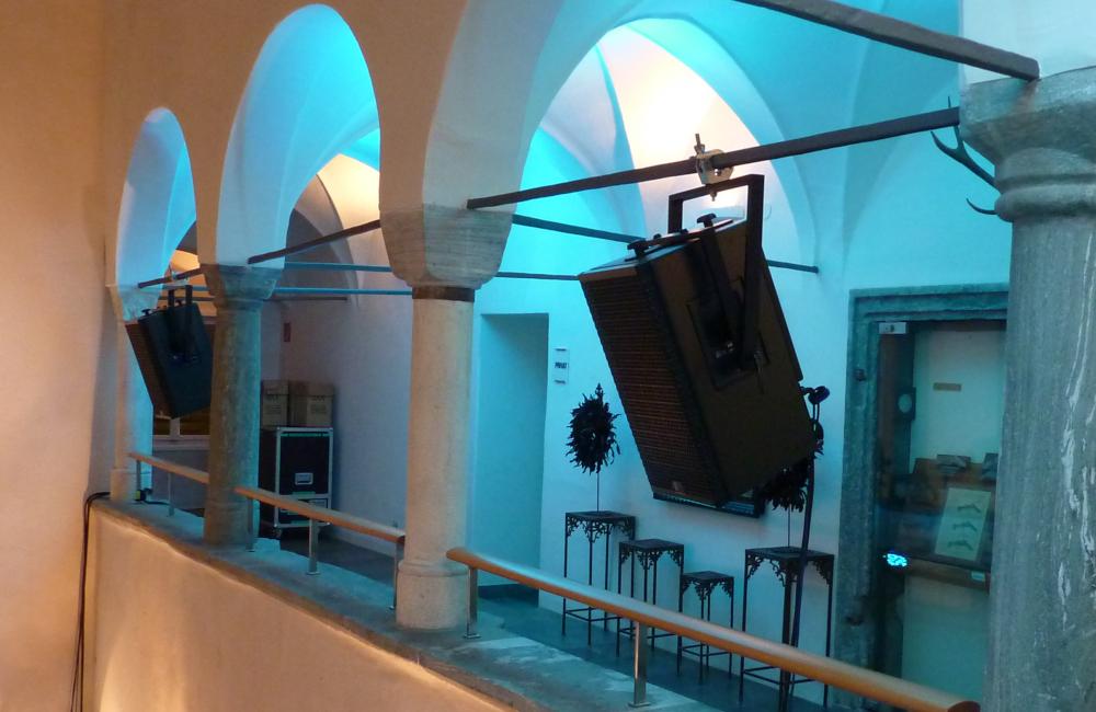 Meyer Sound Top Lautsprecher und Ambientebeleuchtung im Salzamt Klagenfurt