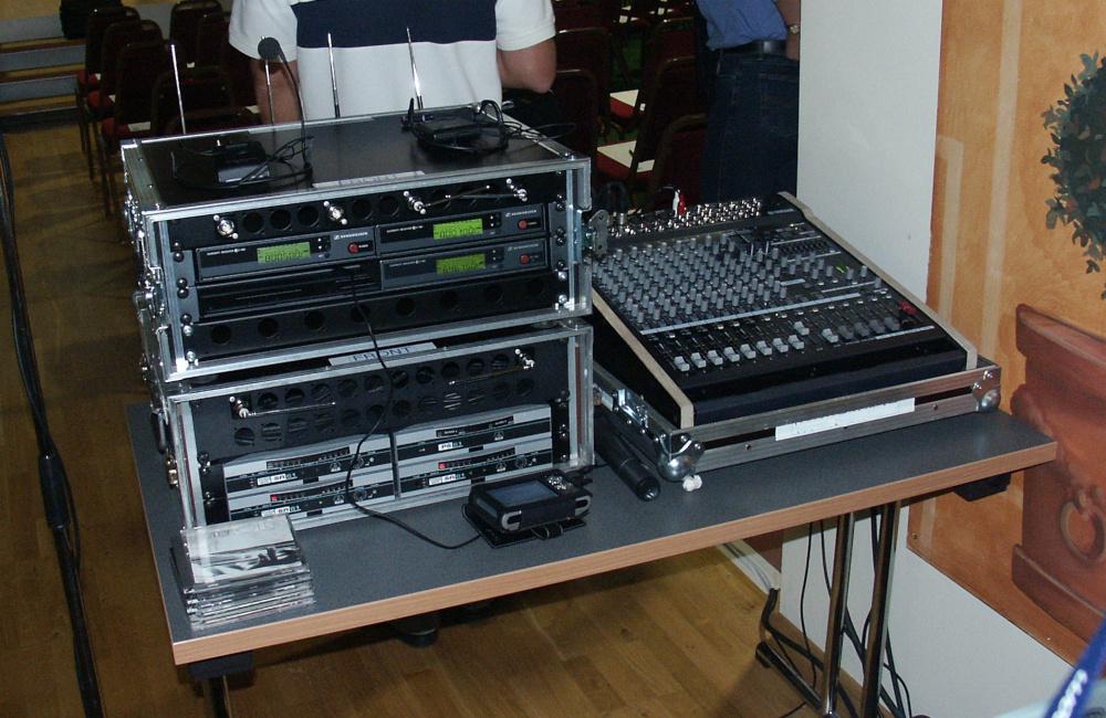 Yamaha Ton Mischpult mit Funkmikrofon Empfängern am FoH Technikplatz für Lifeligt Salzburg