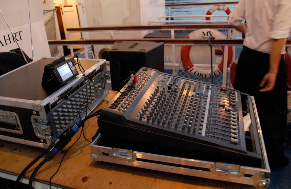 Yamaha Ton Mischpult, Funkmikrofon Empfänger und Audio Zuspieler auf Wörthersee Schiff Lorelei