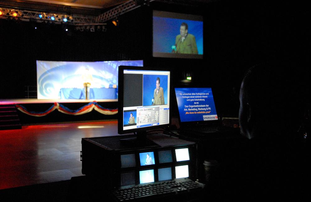 Videotechnik FoH mit Medieneinspielung und Live Bild in der Messehalle Klagenfurt für die Kärntner Sparkasse