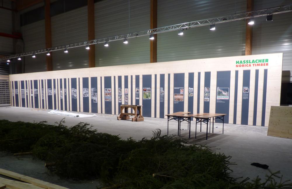 Traversen mit HQI Flutern für Fotowand Beleuchtung bei der Firmenfeier Holzbau Hasslacher Norica Timber Sachsenburg