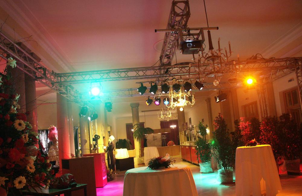 Traversensystem mit Beleuchtung und Beamer für die Hollywood Classic im Konzerthaus Klagenfurt