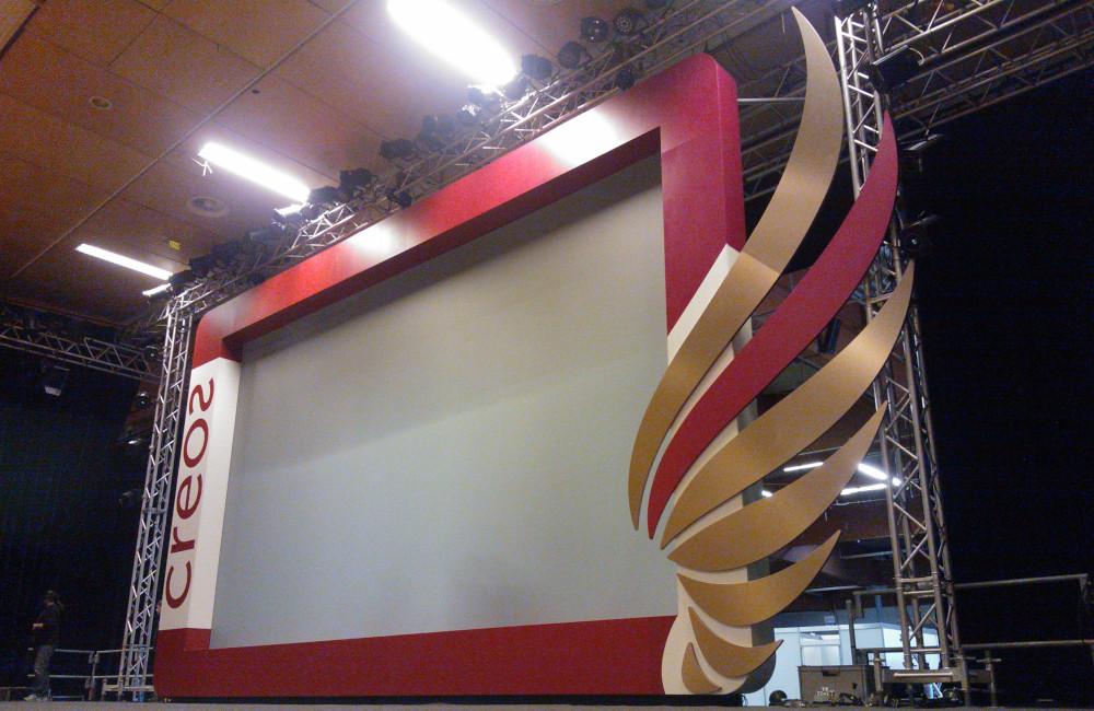 Bühnenkulisse mit integrierter Rückprojektion für CREOS Preisverleihung Messehalle Klagenfurt
