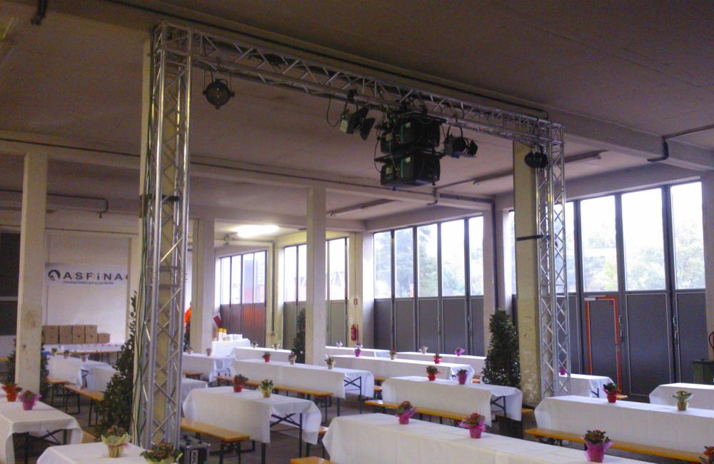 Traversenbogen mit Frontbeleuchtung und Beamer für ASFINAG in Villach Zauchen