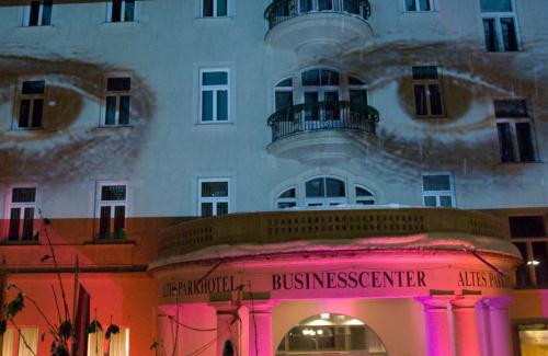 Fassadenprojektion und Architekturbeleuchtung für Stadt Villach Jugend Kreativ am Parkhotel