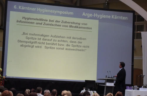 Rückprojektion und Rednerpult für die Arge-Hygiene Kärnten im Krankenhaus Friesach
