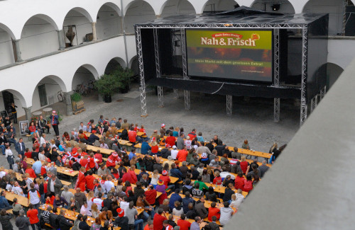 Public Viewing im Burghof Klagenfurt MMKK